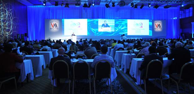 Abbott'un desteğiyle Antalya'da gerçekleşen Uluslarası Vertigo Toplantısı, 400'ü aşkın katılımcıyı bir araya getirdi.