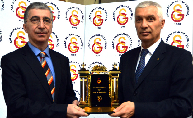 Bu yıl ikincisi verilen Galatasaray Ödülü'nün sahibi tıp bilimine üstün katkıları nedeniyle Prof. Dr. Ahmet Gül oldu.